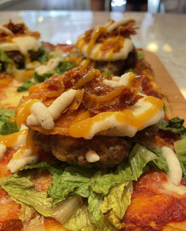 Unregular Pizza - pizza americana